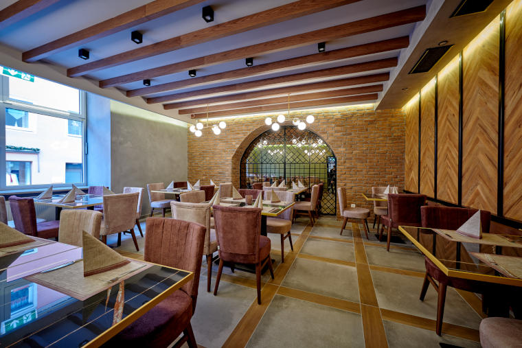 Geräumigkeit des griechischen Restaurants Giamas in Straubing