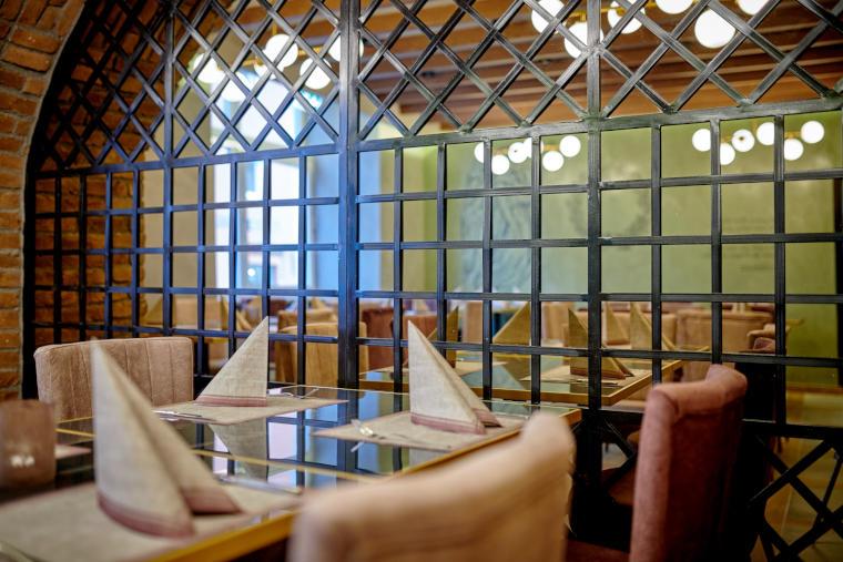 Innenansicht des Restaurants Giamas in Straubing aus einer anderen Perspektive